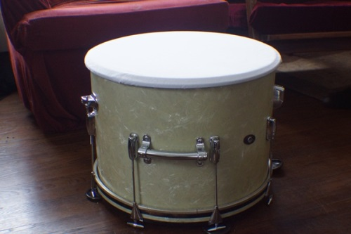 Covering drum lid with t-shirt