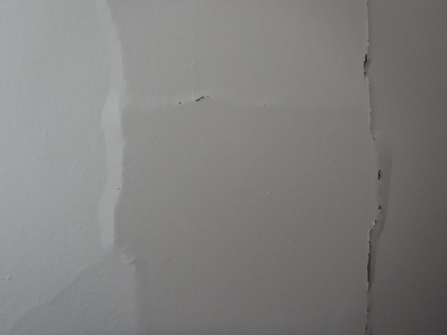 Cracks in drywall resulting from insulation gone bad